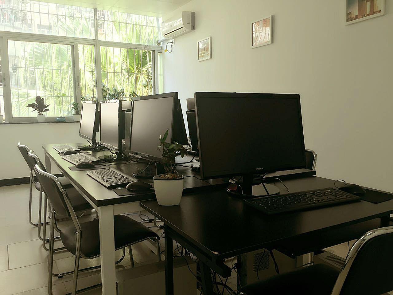 斯迈尔教育 电脑室
