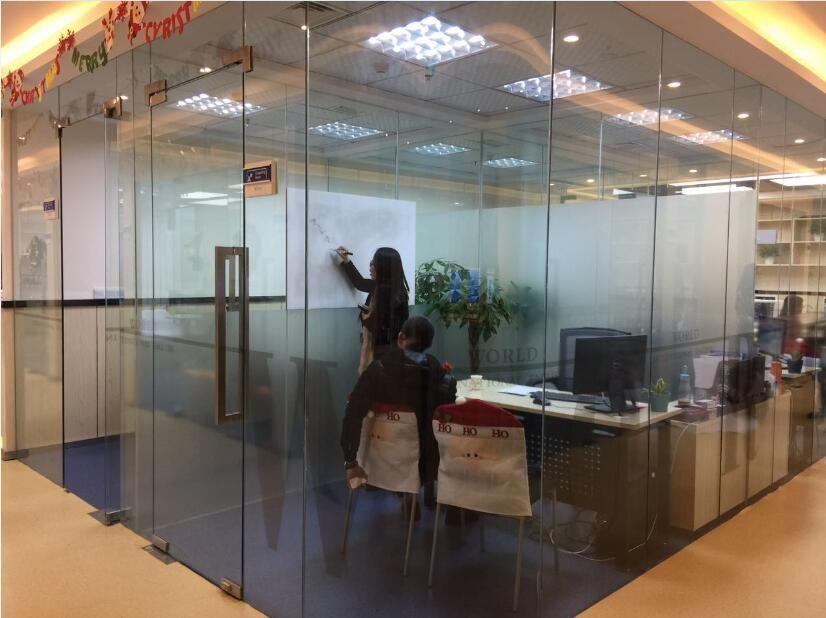 重庆沃尔得国际英语培训中心 老师授课中图片